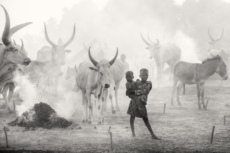 Smoke, dust and atmosphere in a Dinka camp