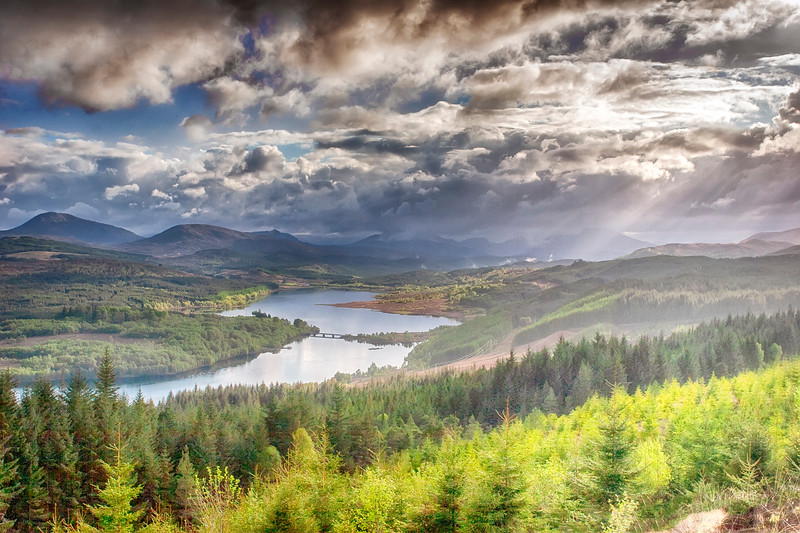 Photograph of unknown valley and loch in Scotland (5/06)