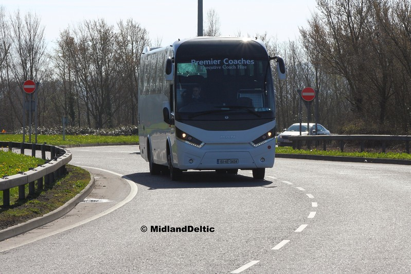 Premier Coaches 151-KE-3434, M7 Junction 17 Portlaoise, 24-03-2017