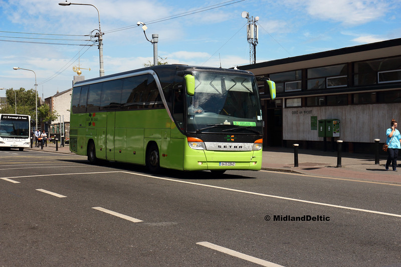 Dublin Coach 04-D-22842, Main St Newbridge, 26-06-2018
