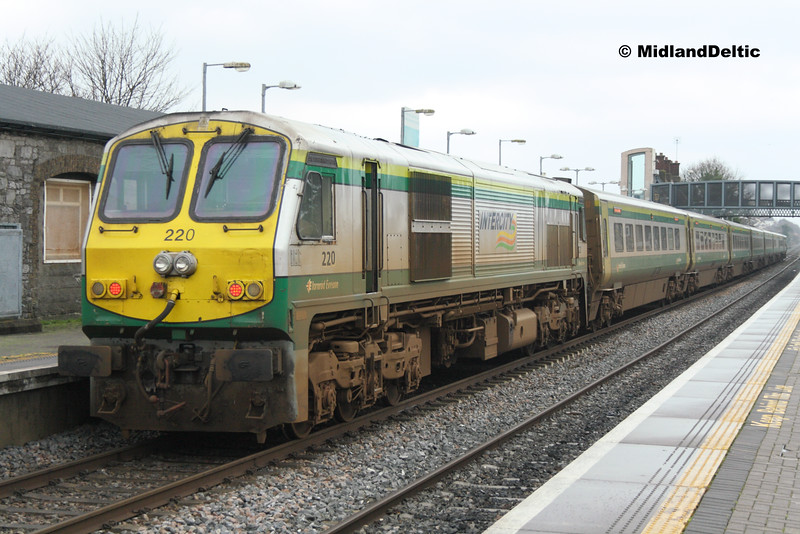 The 0920 Cork - Heuston makes its Portlaoise stop.<br /> <br /> 2015_12070011