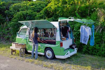 青青草原入口處可愛的紀念品販賣車