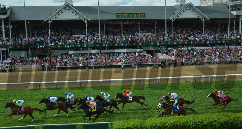 The field passes by the Spirals at Churchill Downs in The American Turf.
