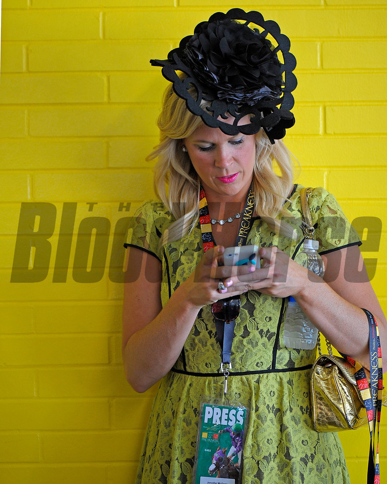 Caption:  Media fashion and social media<br /> Preakness day on May 15, 2015, at Pimlico in Baltimore, Md.<br /> Scenes4Sat image663<br /> Photo by Anne M. Eberhardt