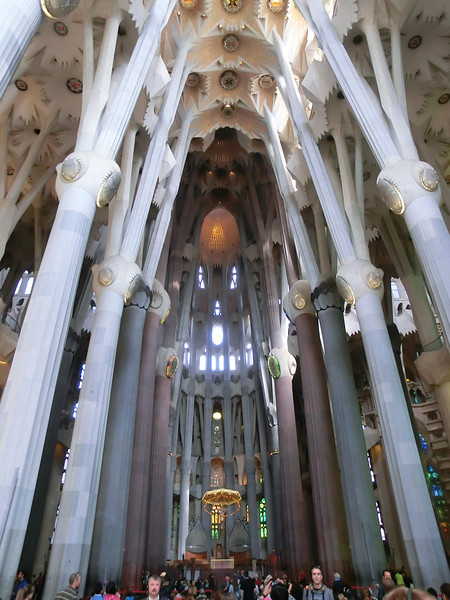 La Sagrada Familia:  Curving arches