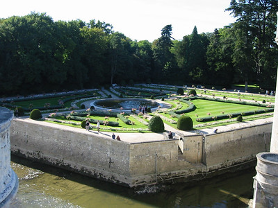 Chenonceau -- gardens