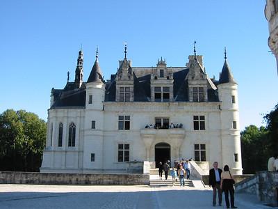 Chenonceau -- main entrance