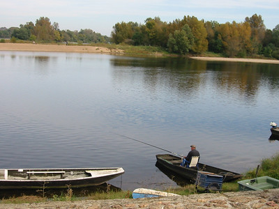 Candes -- fishing on the Loire