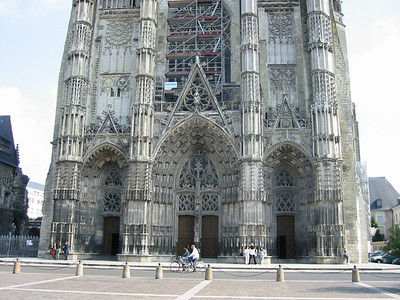 Tours cathedral -- front door