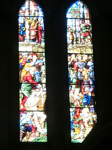 Duomo:  15th C stained glass, Guillaume de Marcillat