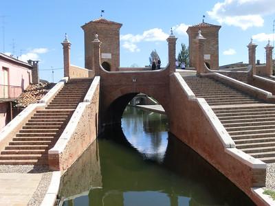 Comacchio:  Tiny canal, big bridge