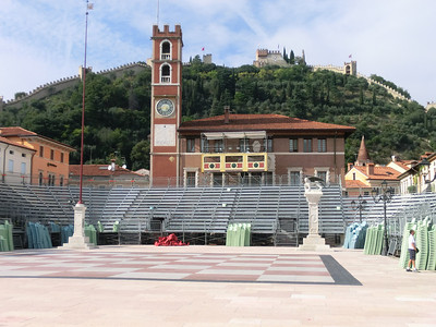 Marostica:  dissassembling the live chessboard
