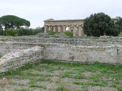 Paestum: Ruins of ancient houses