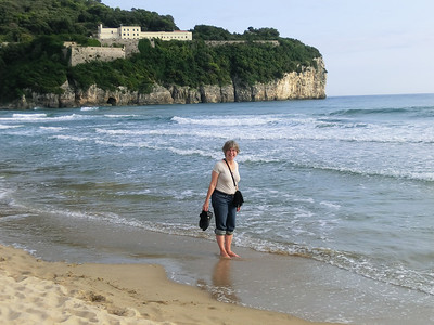 Gulf of Gaeta:  Linda on the beach