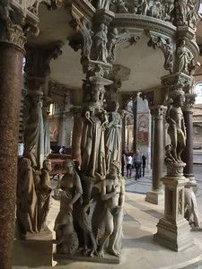 Duomo:  Base of pulpit by Giovanni Pisano (14th C);  Giovanni is the son of Nicola, who did the pulpit in the Baptistry
