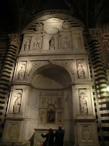 Duomo, Piccolomini Altar (15th C), with four statues added in early 16th C by Michelangelo