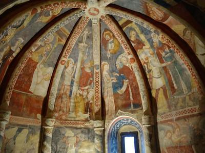 Offida -- Santa Maria della Rocca (interior fresecoes)
