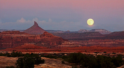 Moonrise, The Needles Dist., Canyonlands Nat. Pk. UT