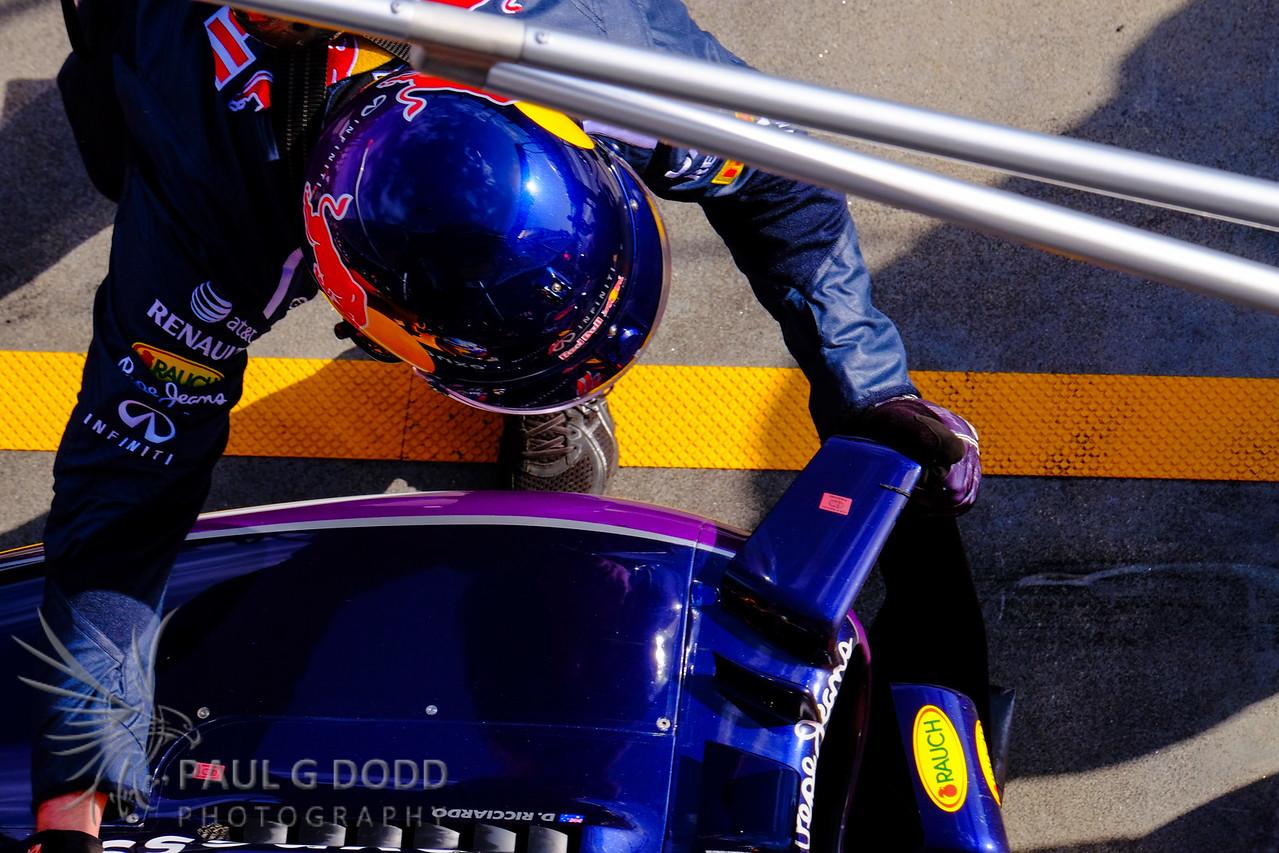 Daniel Ricciardo: Red Bull Racing - pitstop
