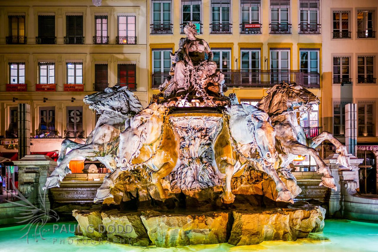 """Fontaine """"Char triomphant de la Garonne"""", Place des Terreaux, Lyon"""