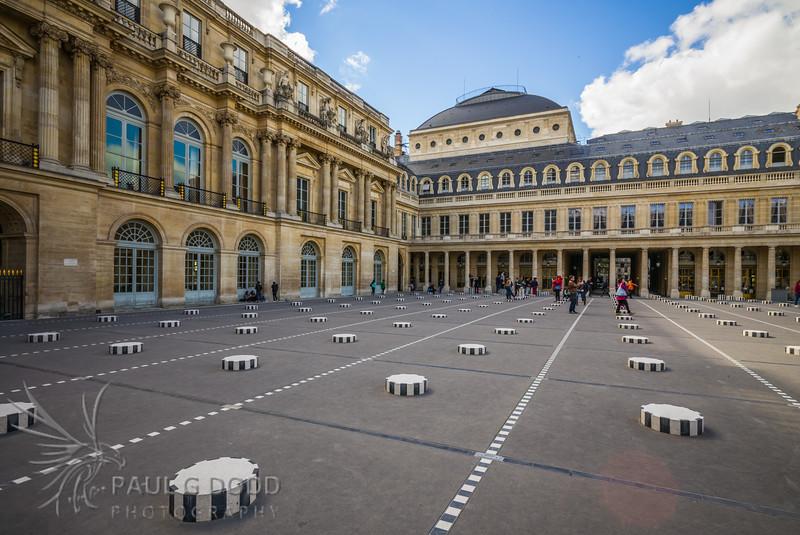 Conseil d'Etat, Conseil Constitutionnel et Colonnes de Buren, Palais-Royal, Paris