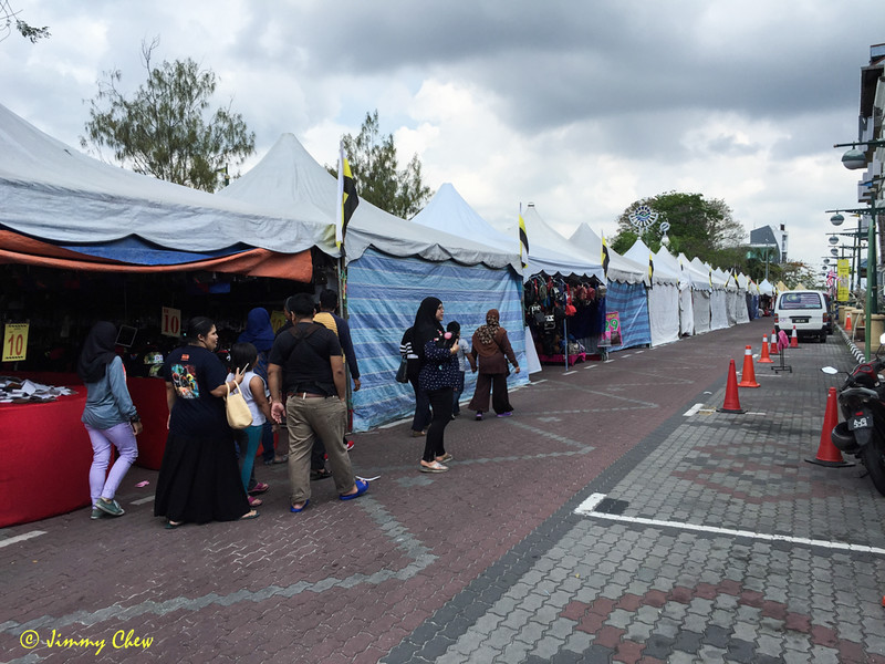 Lumut Waterfront stalls. Many are closed on Friday.