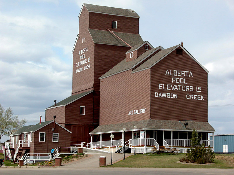 5/10/06 - The last of Dawson Creek's heritage grain elevators.