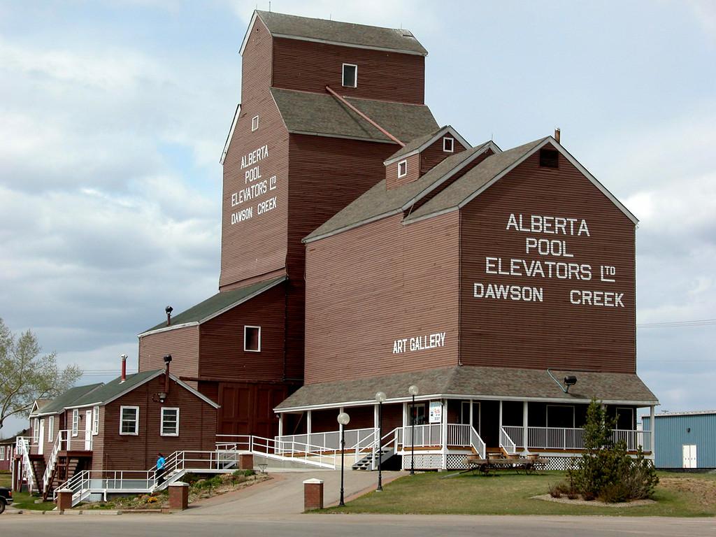 5/10/06 - The last of Dawson Creek's heritage grain elevators.