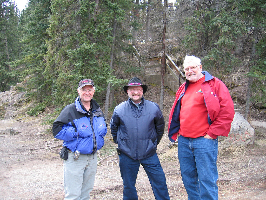 5/17/06 - Mike with two brothers we met down in Miles Canyon.  Neil, on the right is from Fraser, BC up visiting his brother, Ken