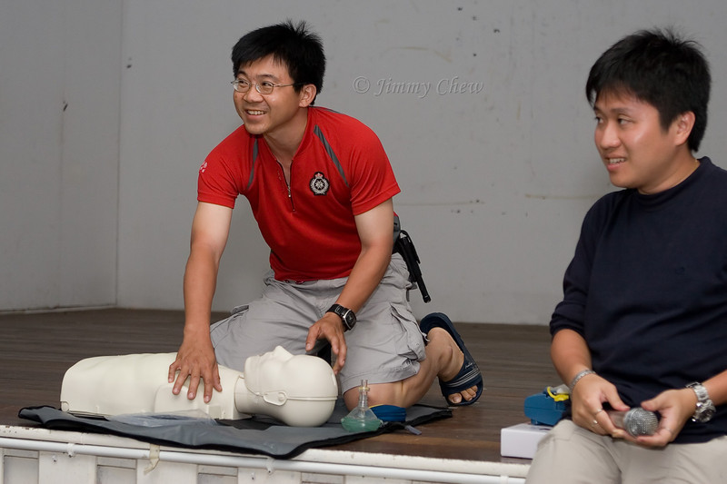 Horin is about to perform a CPR.