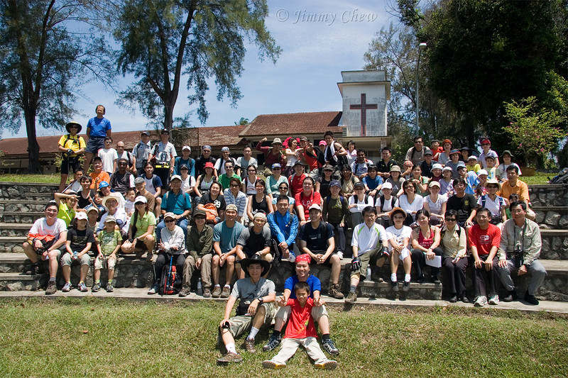 Group photo after lunch and before the trekking begins.