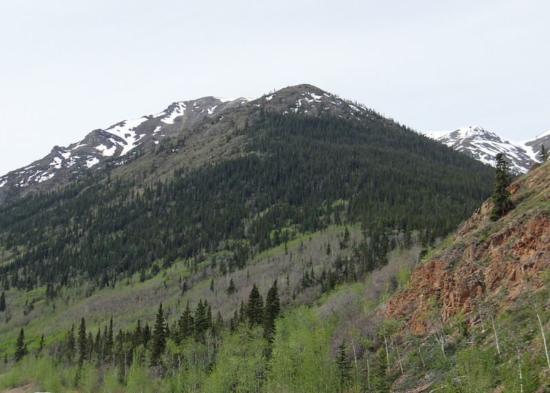 On our tour, mountains at Yukon border