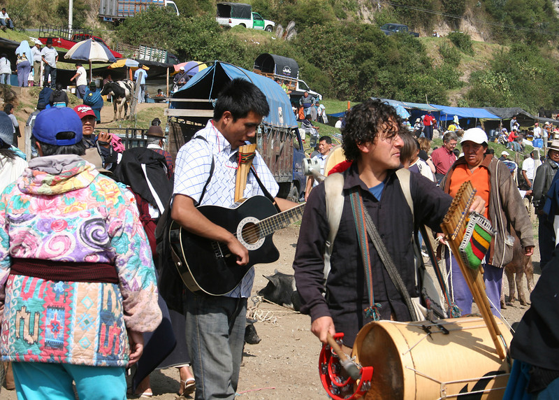 Musicians at the animal market