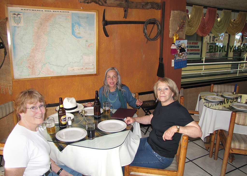 We stopped in Otavalo for a beer at one of Margarita's friends pizza parlor.  Lucy has been in Otavalo since about 1965.