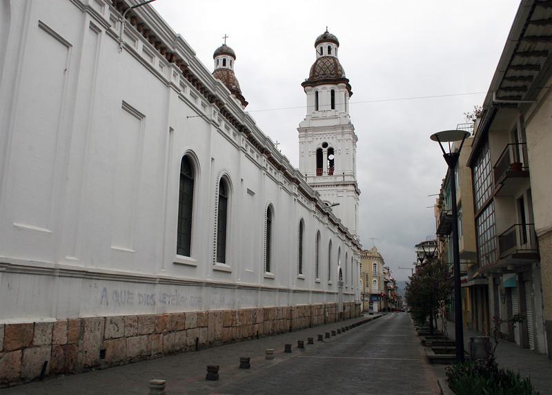 The side street along Iglesia de Santo Domingo