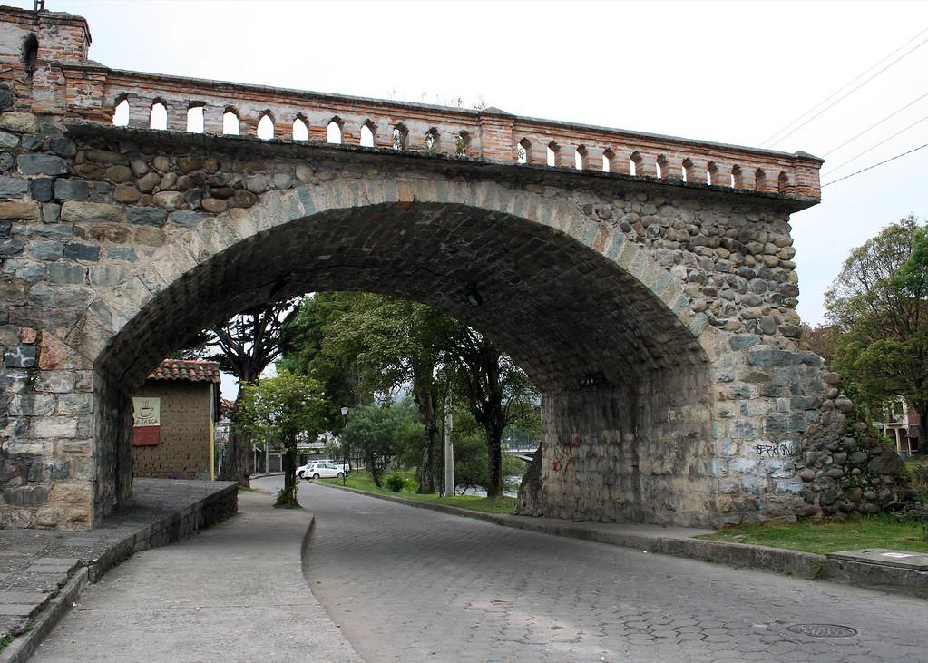 El Puente Roto