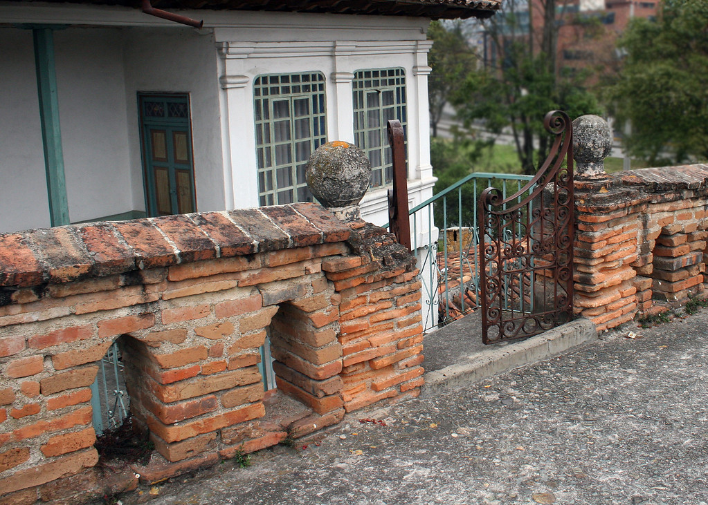 This is the gate to a house along El Puente Roto