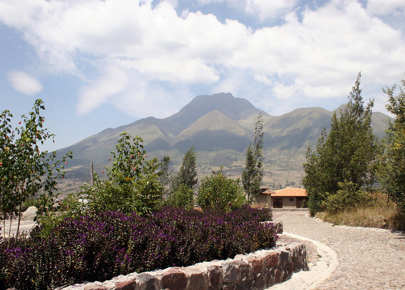 The volcano Imbabura from the Parque de Condor.