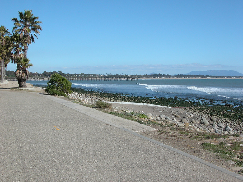 Bike path with Ventura Pier off in the distance