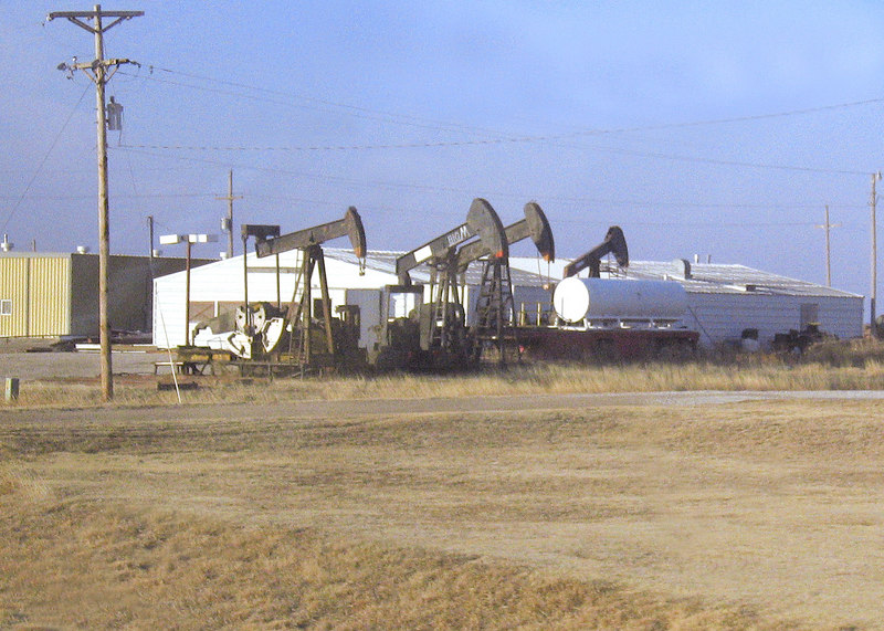 Oil rigs along along route 283 n Kansas