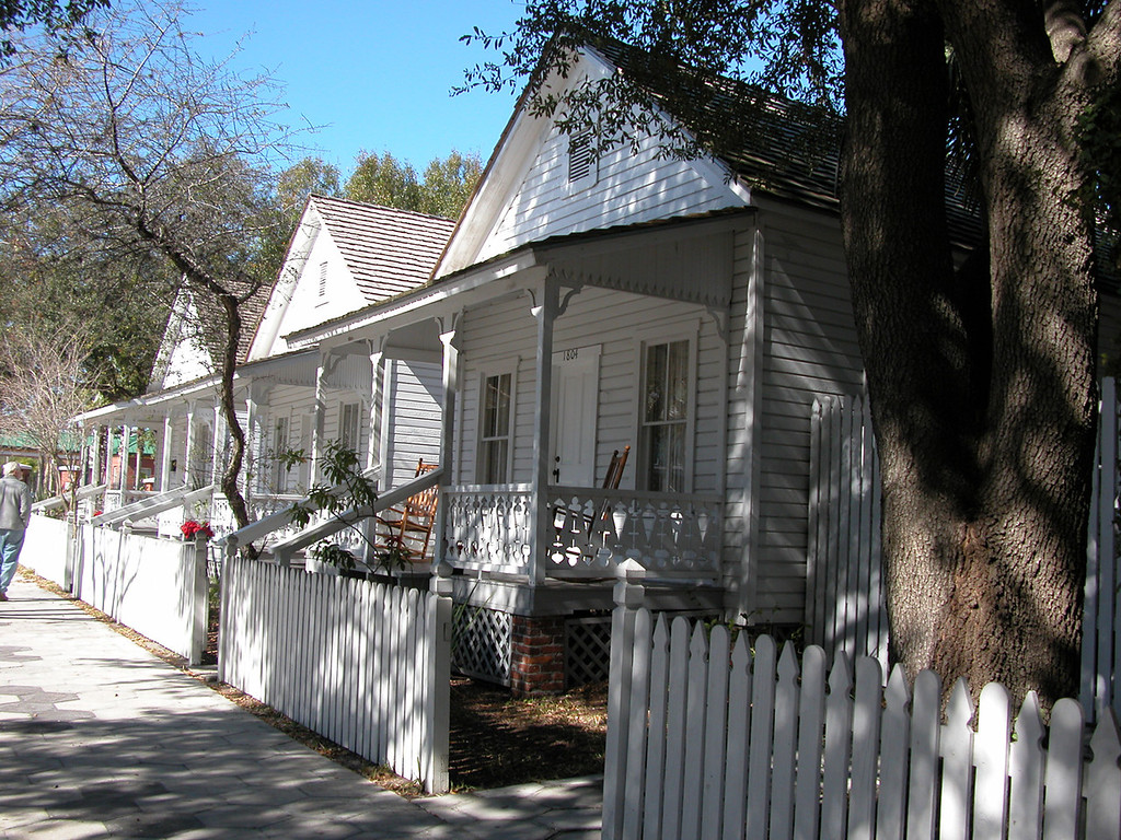 Casitas, such as these, built around 1895, rented for $1.50 to $2.50 a week or could be purchased from $400 to $900, depending on size. By allowing workers to deduct house payments from their wages, V.M. Ybor and other cigar manufacturers contributed to the stability and security of the work force in Ybor City, and eased the hardships of immigration and acculturation.