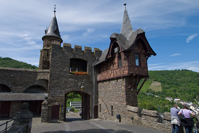 This castle in Cochem is actually sort of modern. The oldest written records of the castle date back to 1150. It had been decimated by the French in the Nine Years War (1688). A businessman baought the castle remains in 1868 and set about restoring it. The castle was finally donated to the city in 1978.