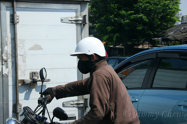 """<font color=""""yellow"""">A well-masked rider cutting into our lane.</font><br>"""