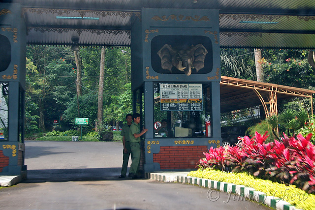 """<font color=""""yellow"""">The toll to enter the park.</font><br>"""