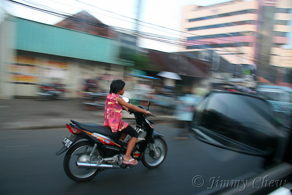 "<font color=""yellow"">A pan shot of a girl too young for her age to ride a bike.</font><br>"