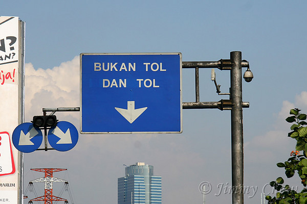"<font color=""yellow"">This one's hard to understand. Bukan Tol = not toll lane I believe and Dan Tol = tol lane? (Dan = And literally).</font><br>"