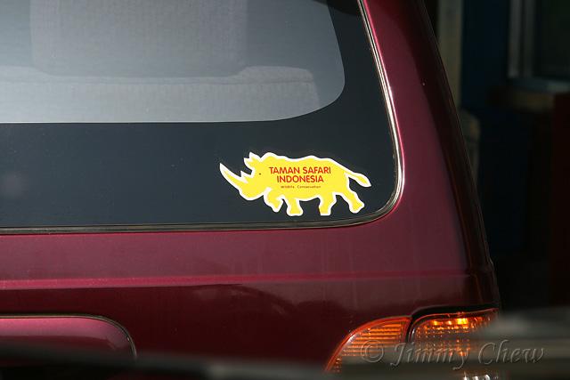 """<font color=""""yellow"""">A Taman Safari (Safari Park) sticker.</font><br>"""