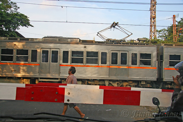 "<font color=""yellow"">A man walking alongside the train tracks.</font><br>"