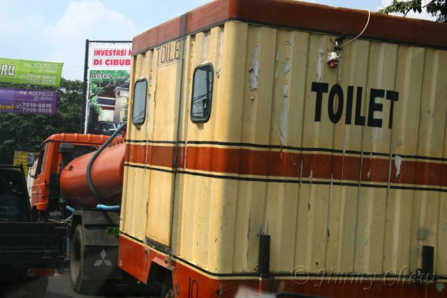 "<font color=""yellow"">Mobile toilet.</font><br>"