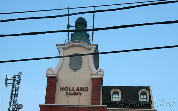 "<font color=""yellow"">Holland Bakery - another angle.</font><br>"